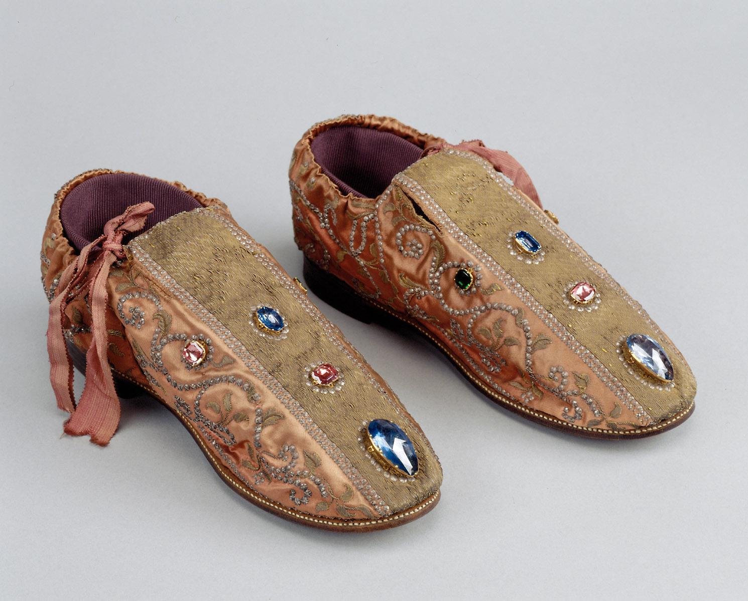 Die Schuhe des Ornats Kaiser Franz I. Stephan von Lothringen (Barockkopien nach den Gewändern des Krönungsornates des Heiligen Römischen Reiches)