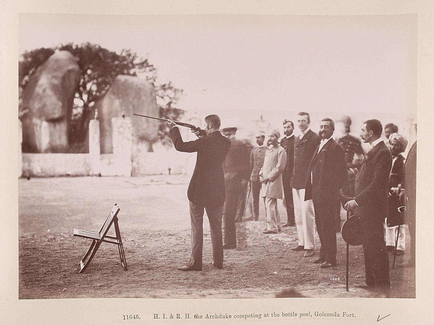 """""""Rifle match"""" auf geworfene Flaschen 23 zwischen Franz Ferdinand und dem Nizam von Hyderabad, Golkonda Festung von Lala Deen Dayal"""