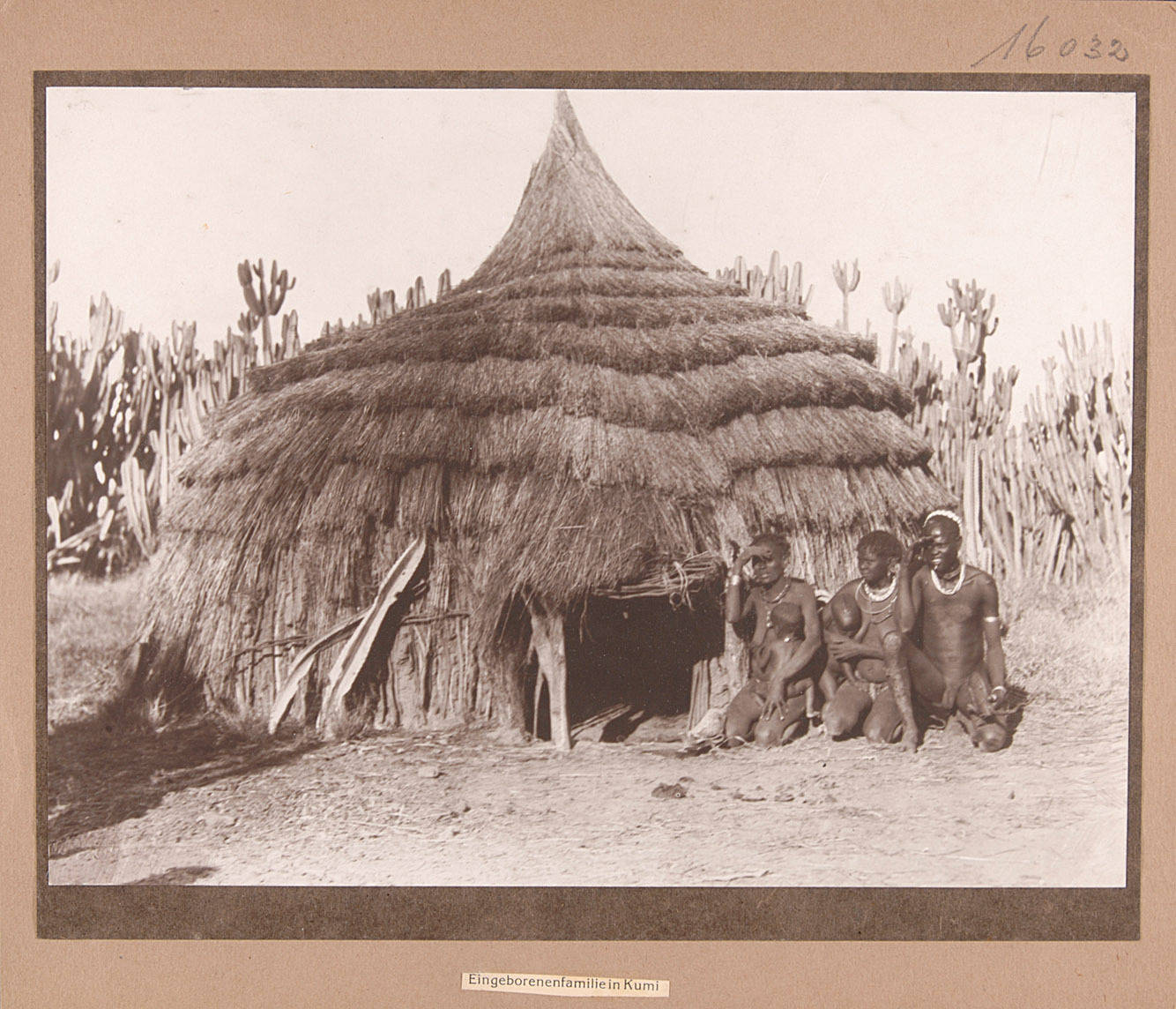 Eingeborenenfamilie in Kumi von Rudolf Kmunke