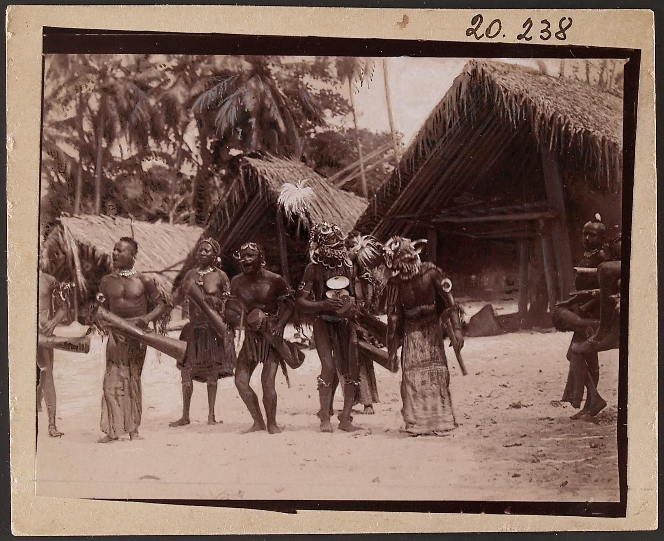 Tanzvorführung der Monumbo-Papua