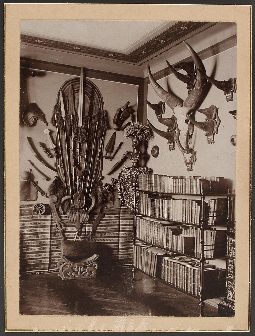 Wohnhaus der Eltern in Salzburg, Wohnraum von Oscar Baumann um 1899