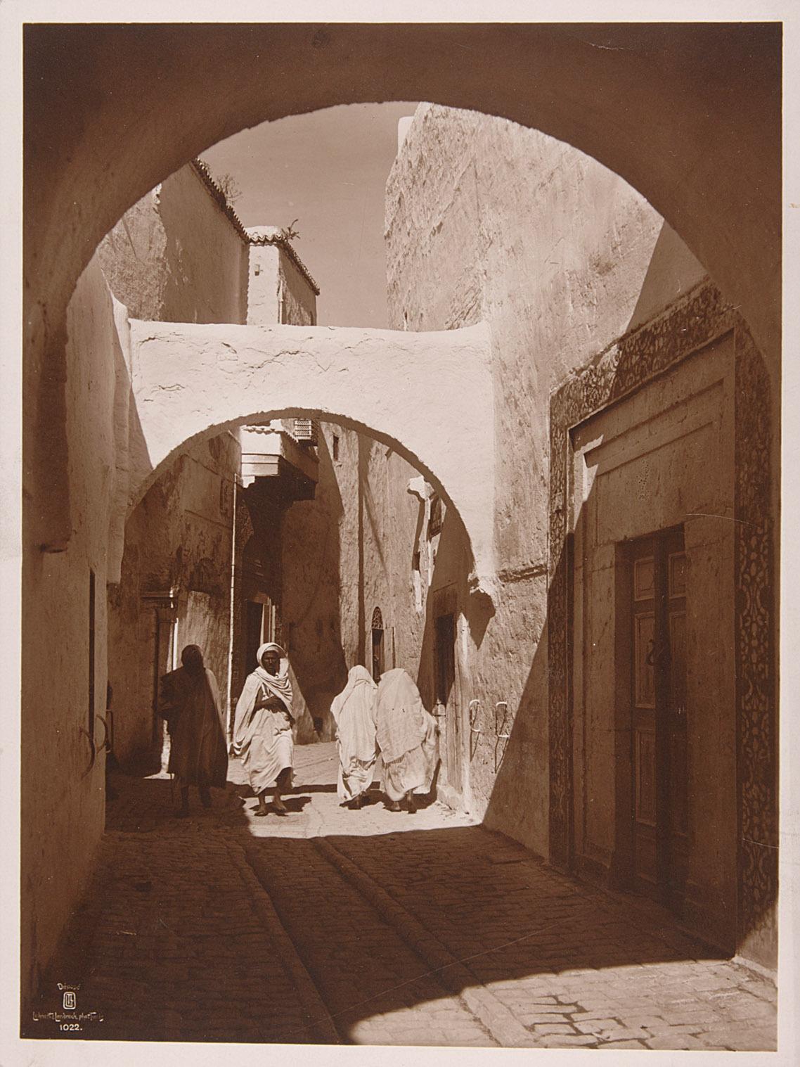 Enge Gasse in Tunis von Lehnert & Landrock