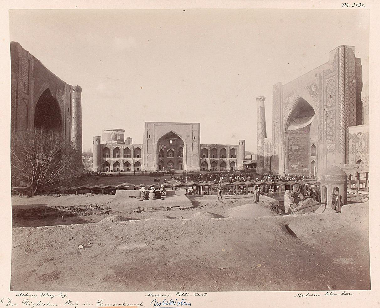 Der Registan-Platz mit den Medresen Ulugh Beg, Tilla Kari und Shir Dar von Alexander Karlowitsch Engel