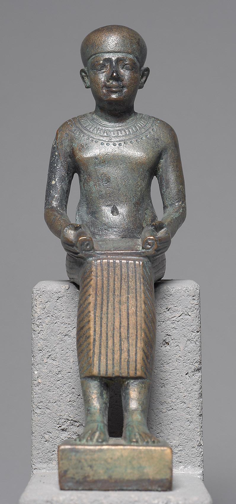 Imhotep, sitzend