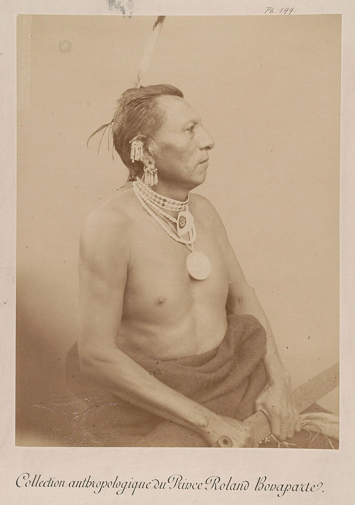 Village-Maker - Dahvagaki Zinga, Mann, Profilansicht von Prinz Roland Napoléon Bonaparte