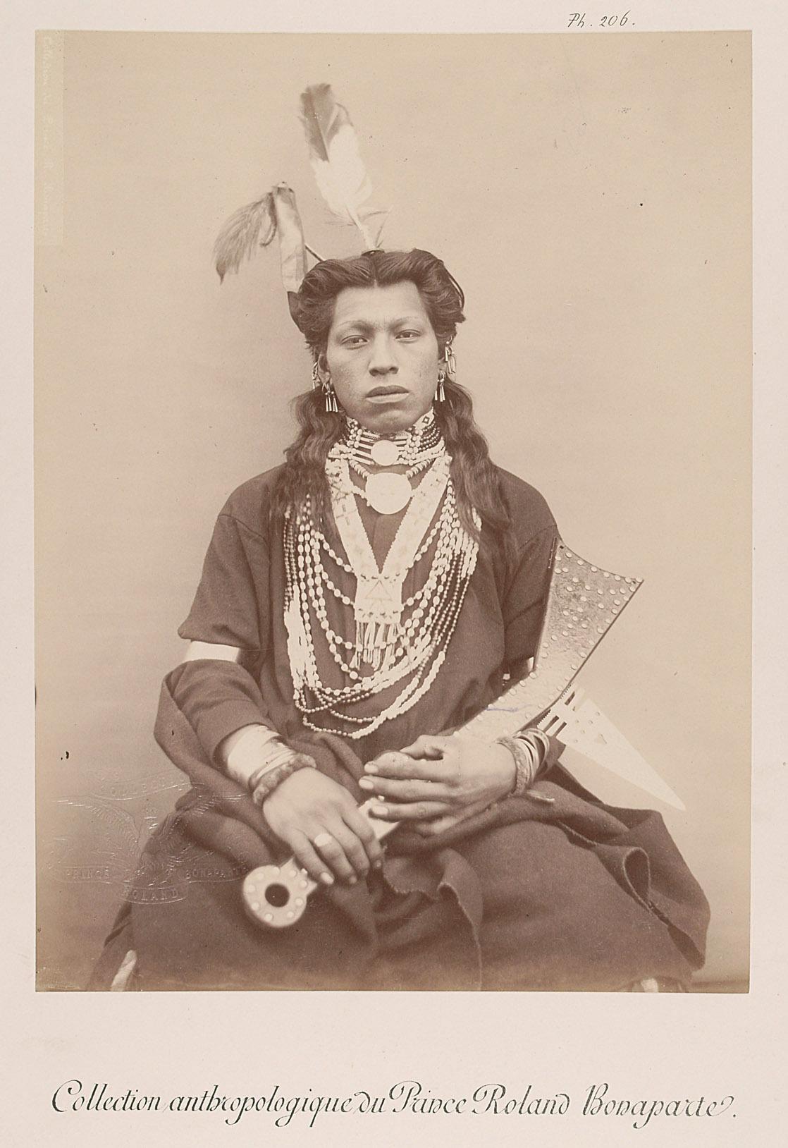 White Swan - Mi-Khasga. Junger Mann von Prinz Roland Napoléon Bonaparte
