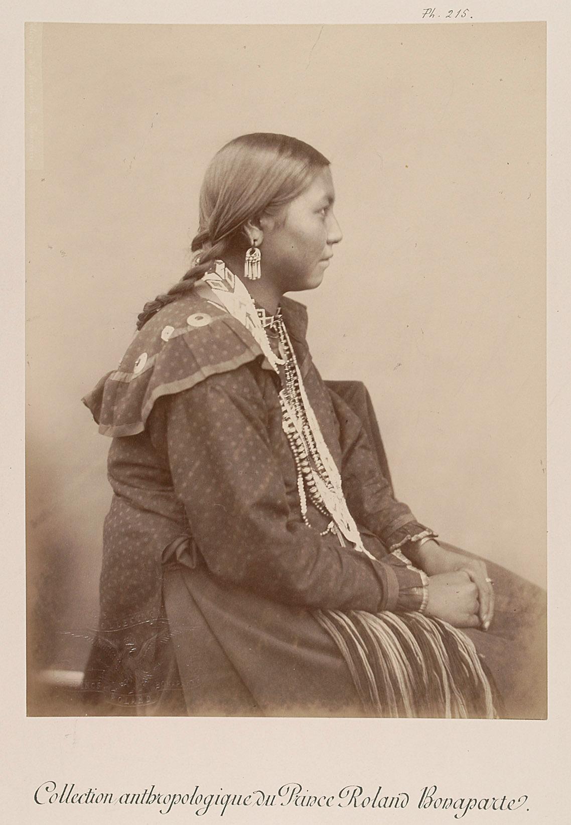Mnigh-di-tai, junge Frau, Profilansicht von Prinz Roland Napoléon Bonaparte