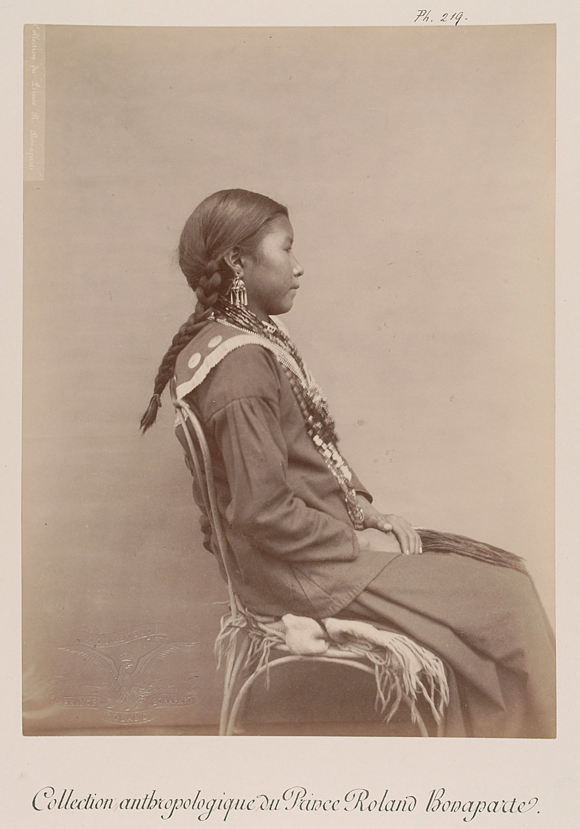 Lune dure - Mik Tekhé, junges Mädchen, Profilansicht von Prinz Roland Napoléon Bonaparte