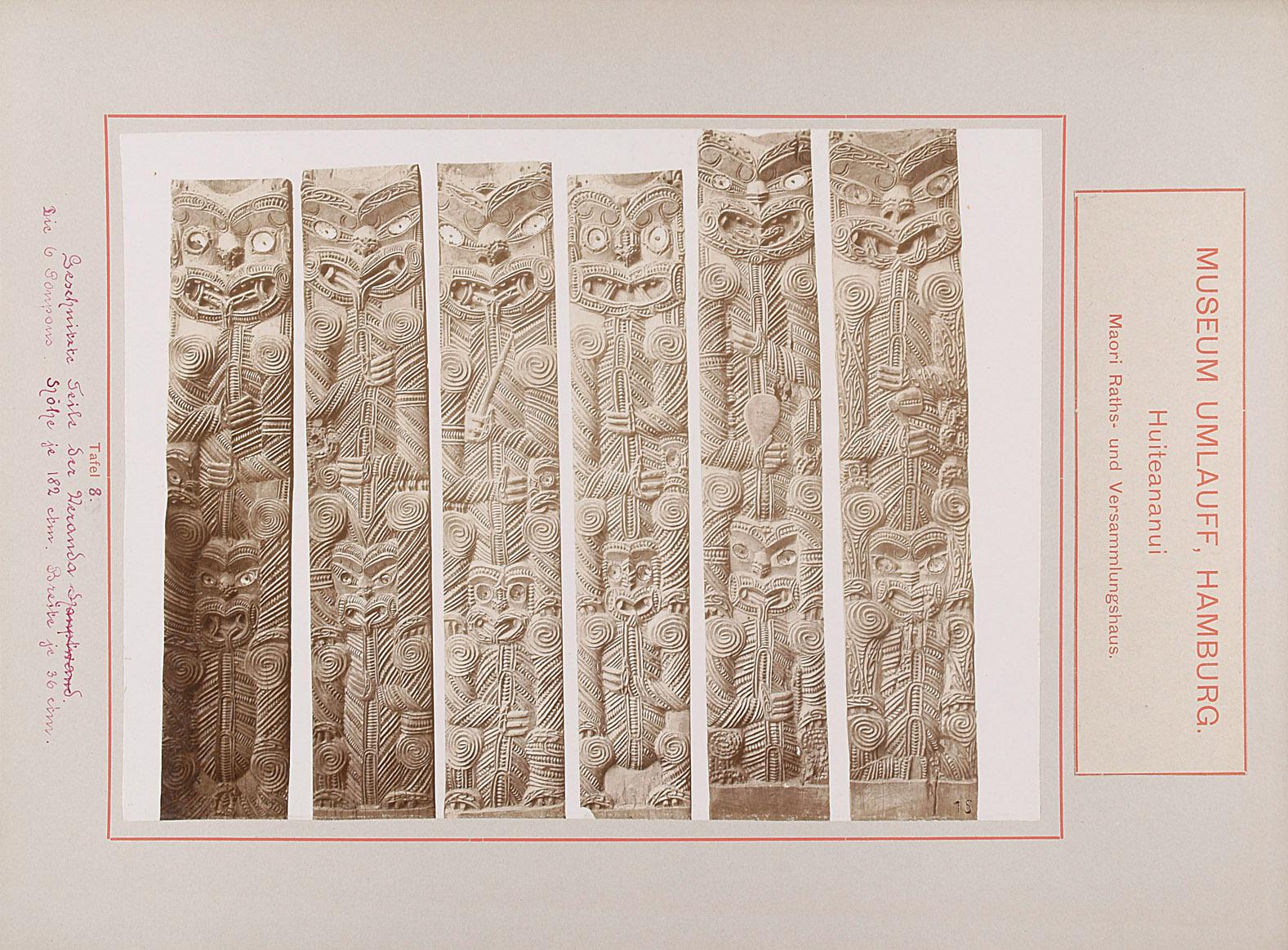 Museum Umlauff, Hamburg. Huiteananui, Maori Raths- und Versammlungshaus: Tafel 8. Geschnitzte Teile der Veranda. Die 6 Poupos, Höhe je 182 cm, Breite je 36 cm von anonym