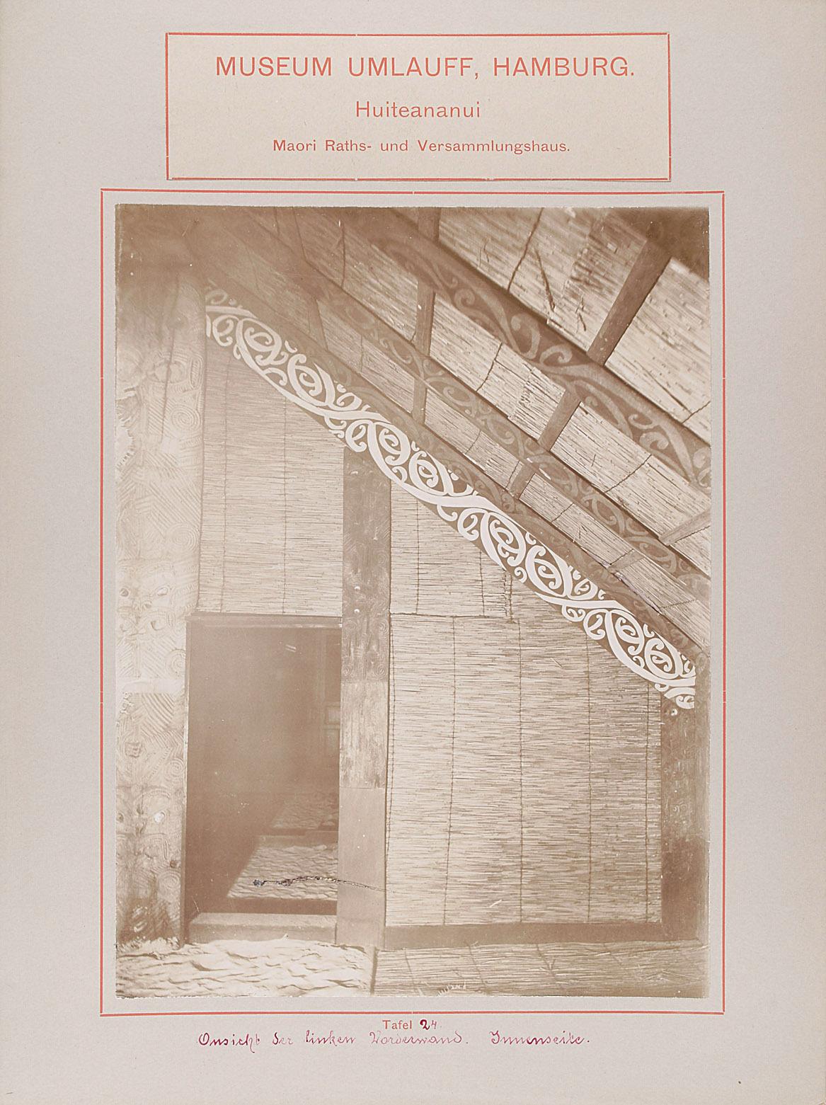Museum Umlauff, Hamburg. Huiteananui, Maori Raths- und Versammlungshaus: Tafel 24. Ansicht der linken Vorderwand, Innenseite von anonym