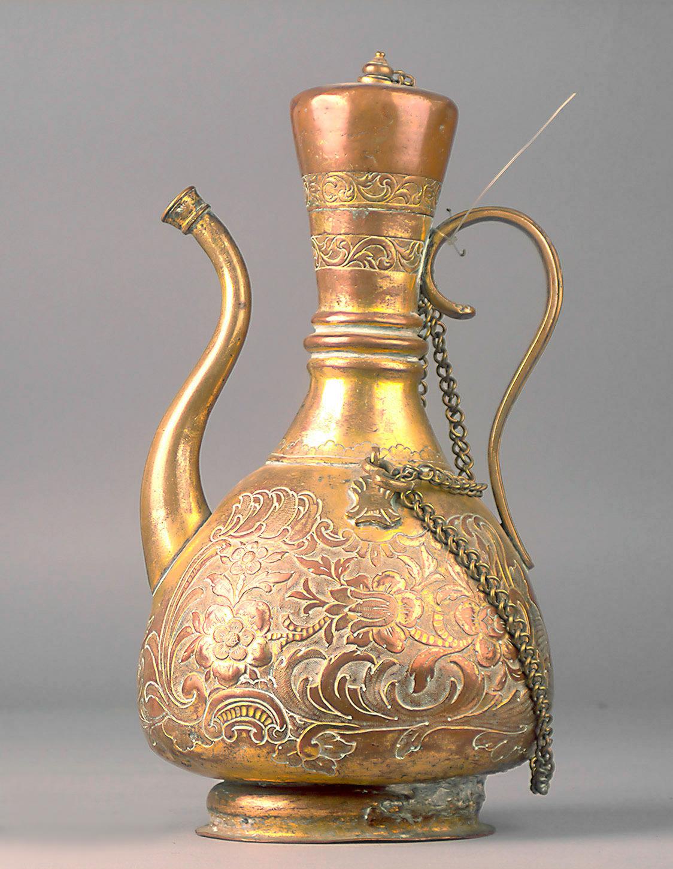 Osmanische Pilgerflasche mit Blütendekor im Rokoko-Stil