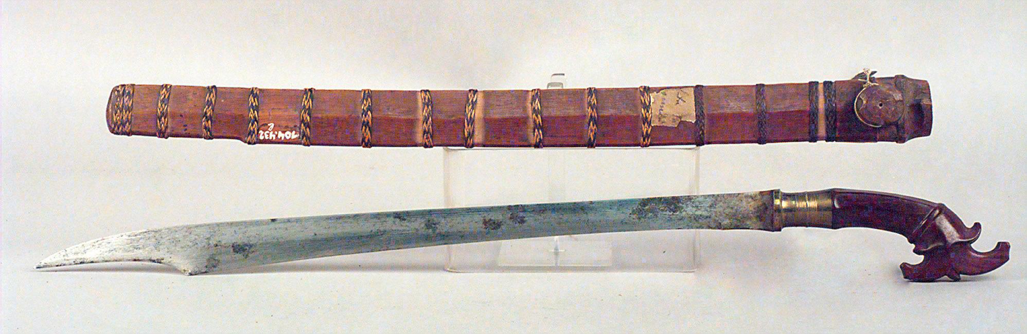 Schwert mit Scheide