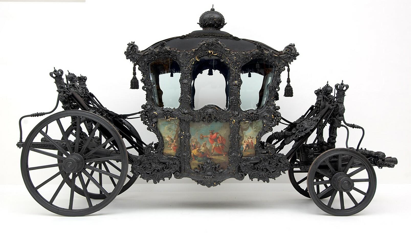 """Hoftrauer-Galawagen, sogenannter """"Trauer-Huldigungswagen"""""""