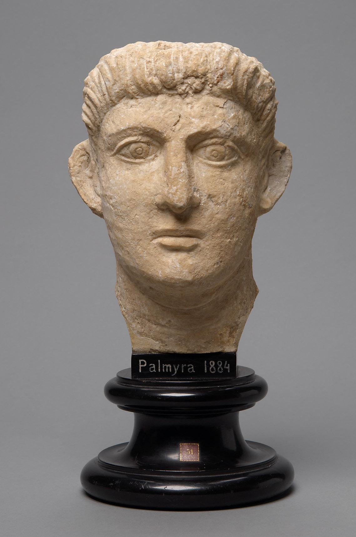 Relieffragment: Kopf eines jungen Mannes