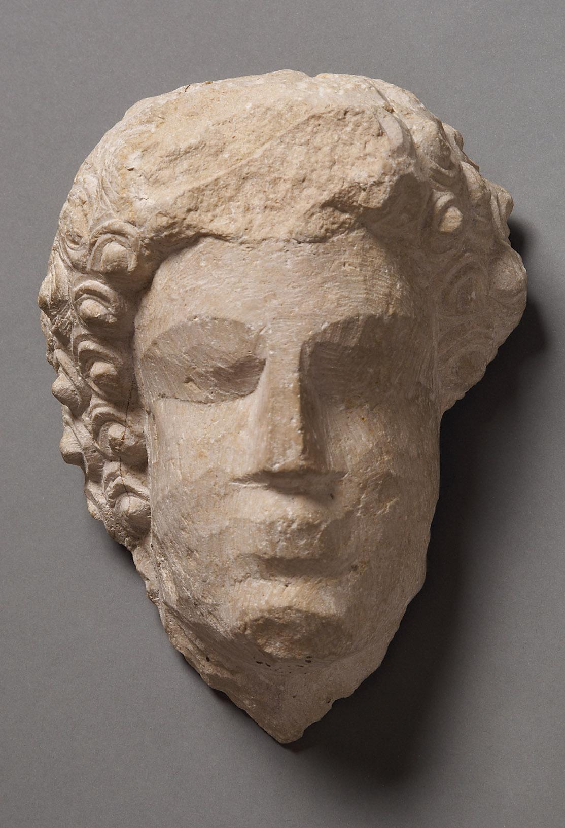 Relieffragment: Kopf eines Mannes