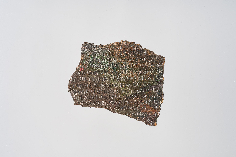 Tafelfragment mit Lex acilia repetundarum (VS) und Lex agraria (RS)