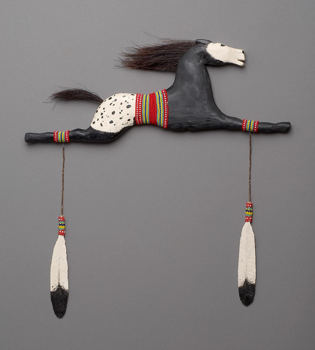 """Pferde-Gedenkschnitzerei """"Sitting Bull's Horse"""" von D. Joyce"""