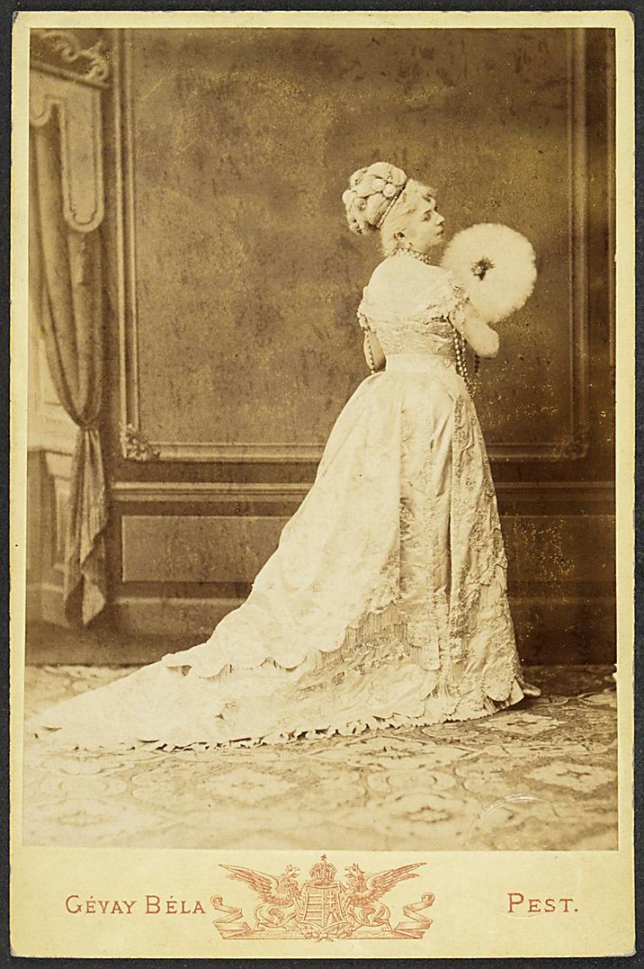 Lori Stubel von Gévay Béla, Pesten