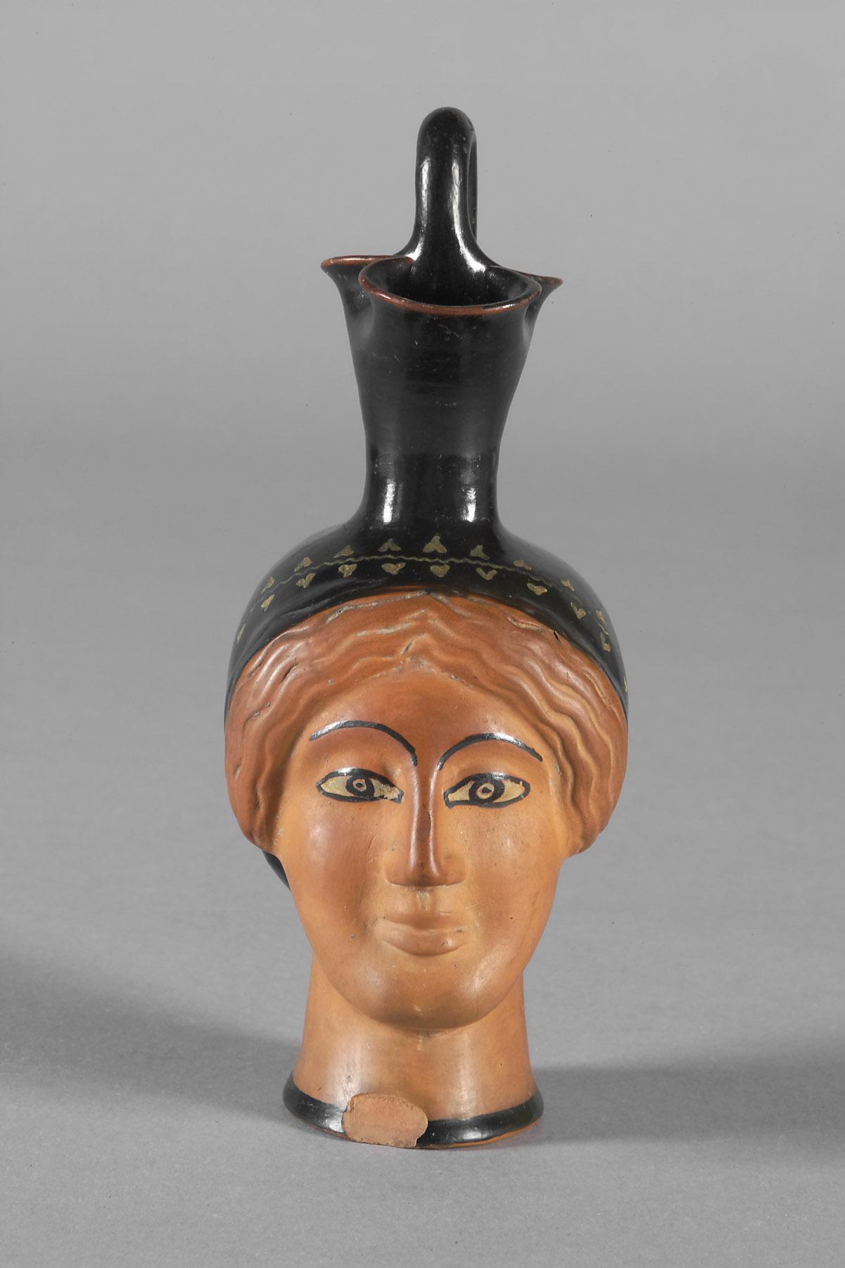 Kanne in Form eines weiblichen Kopfes
