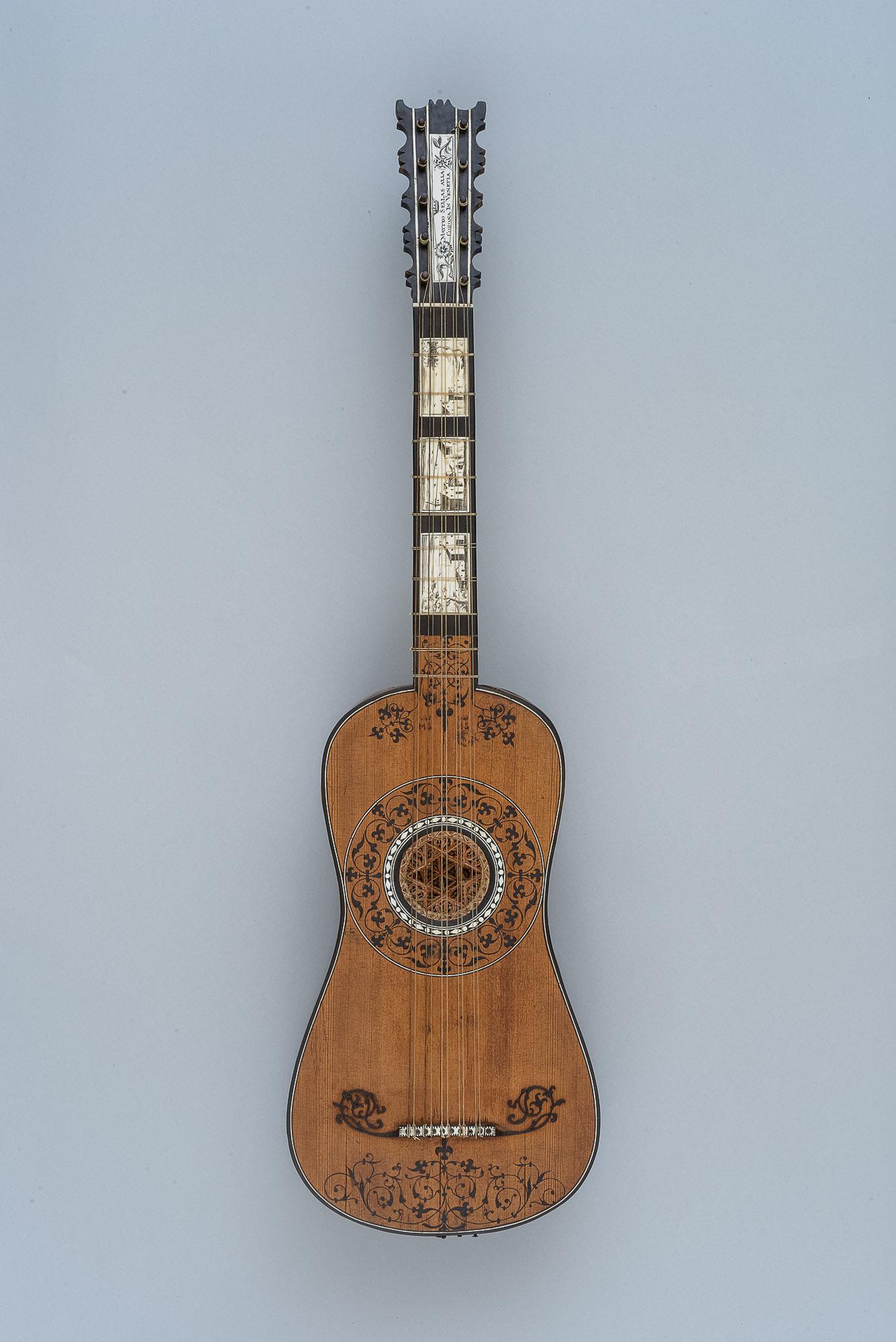 Aus einer Chitarra battente umgebautes Instrument von Matthäus Seelos
