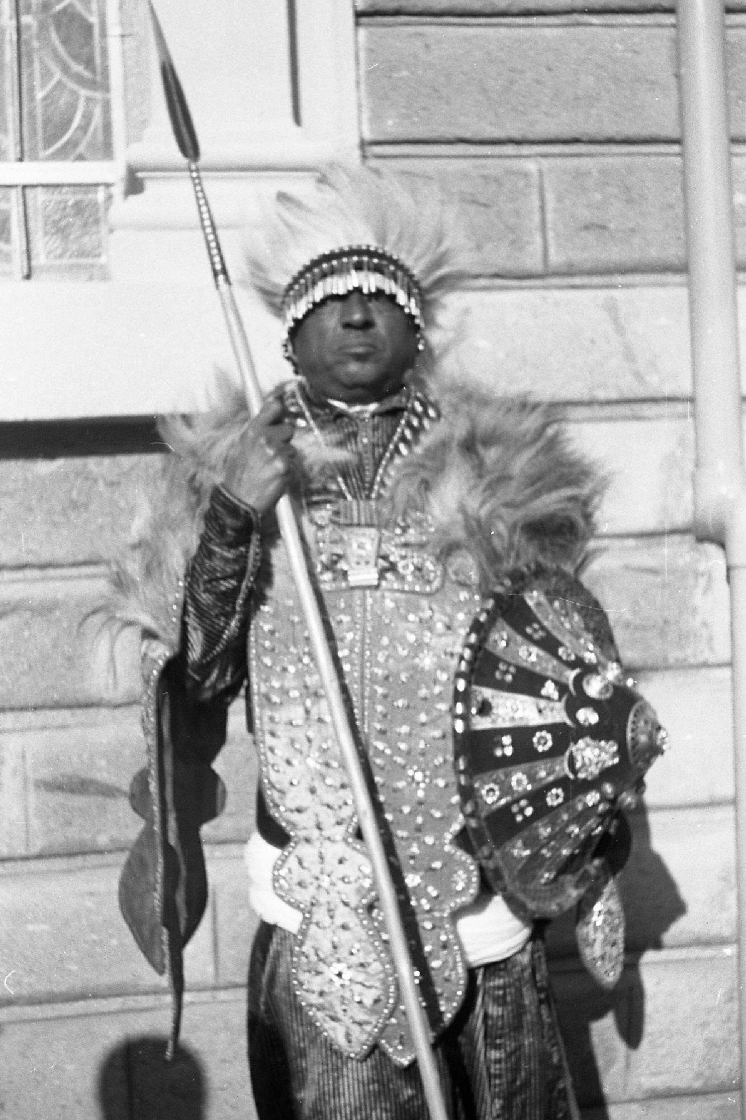 Ein Adeliger mit den Insignien eines hochgeehrten Kriegers in der Tradition des späten 19. Jahrhunderts während der Feierlichkeiten zum Silberjubiläum von Otto Bieber 1906 - 1988