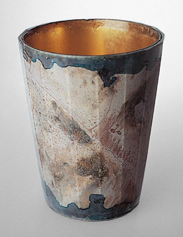 Zwischengoldbecher mit graublau marmorierter Bemalung