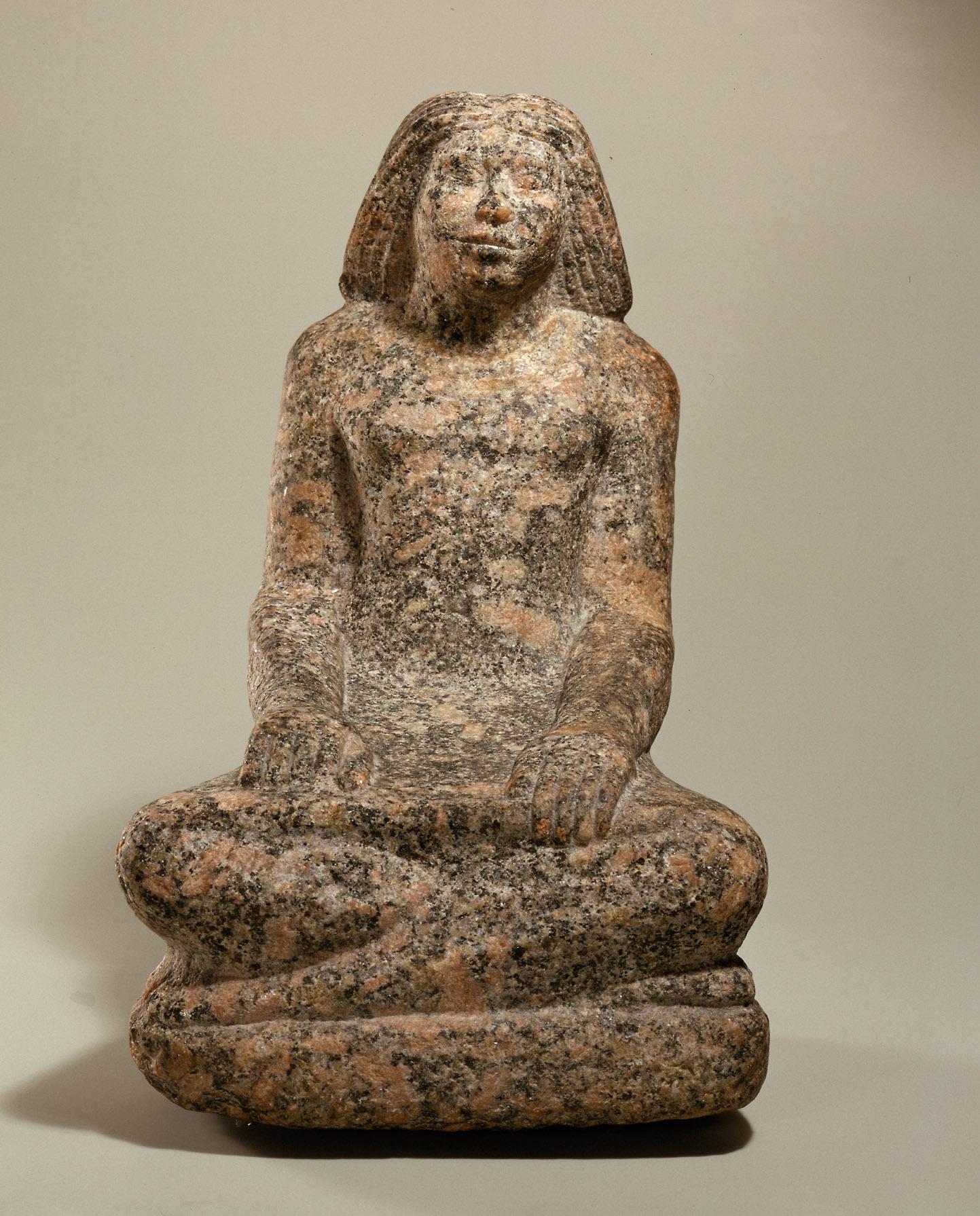 Kunsthistorisches Museum: Statue eines Mannes im Schreibersitz